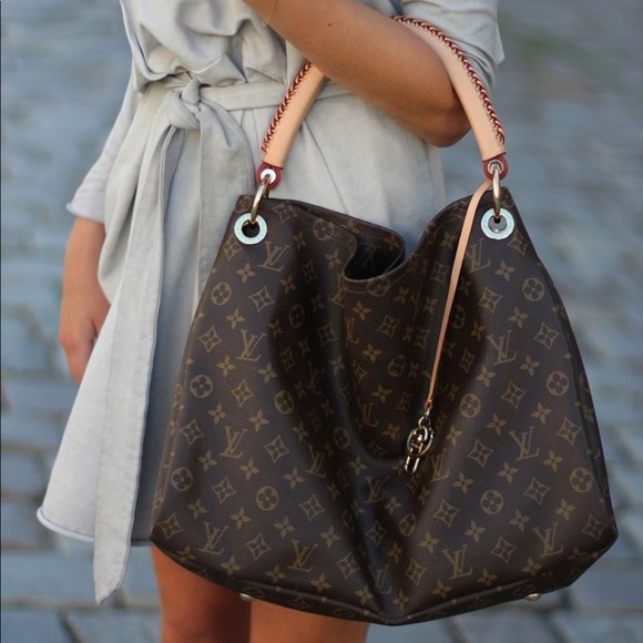 Louis Vuitton Handbags - Louis Vuitton Artsy Monogram Bag